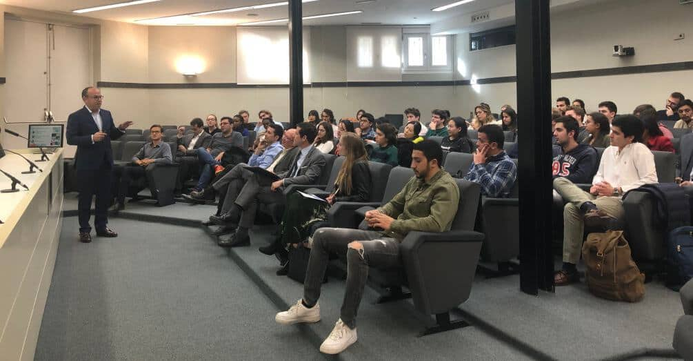 Oracle's Senior Vice President Leopoldo Boado shares industry insights with IE University students