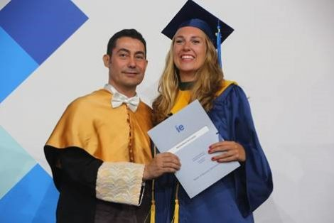 Mirte van Loenen - IE Graduation 2019 | IE Business School