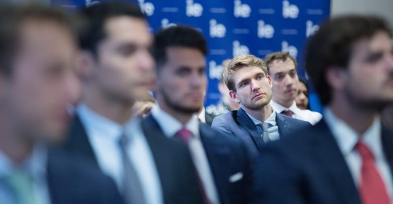 Masters in Finance students get 10,000 USD grant | IE Business School