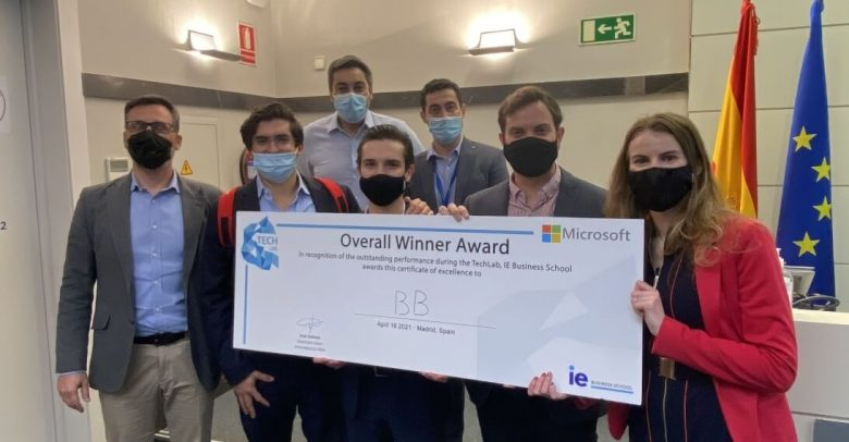 MBA Students Answer Microsoft Challenge in Tech Lab | IE Business