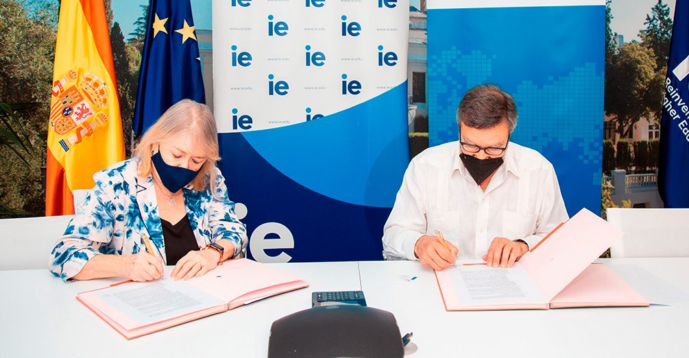 The Spanish Exporters' and Investors Club and IE University sign agreement