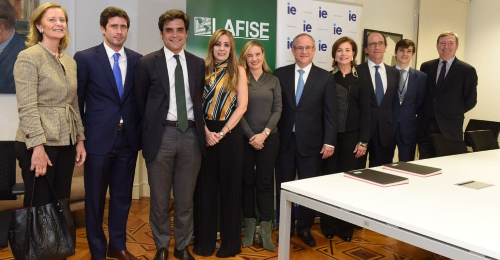 IE University and Banco Lafise sign financing agreement for latin american student