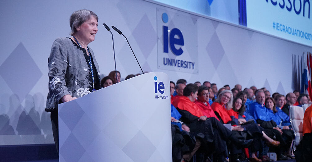 helen_clark_receives_ie_university_medal
