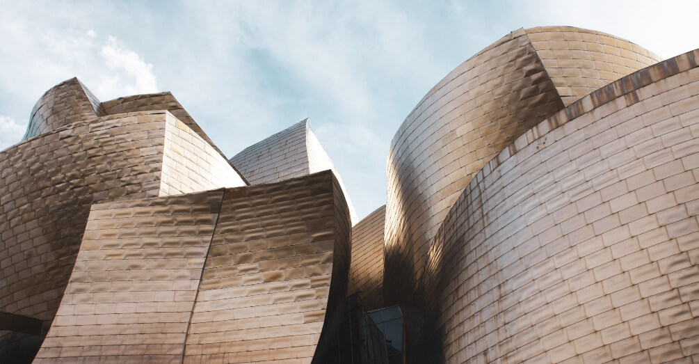 The Guggenheim Museum Bilbao and IE University sign agreement to promote the humanities